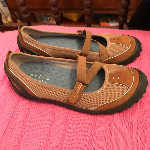 Clarks Other - Clark's Mary Janes, brown, big girl size 5